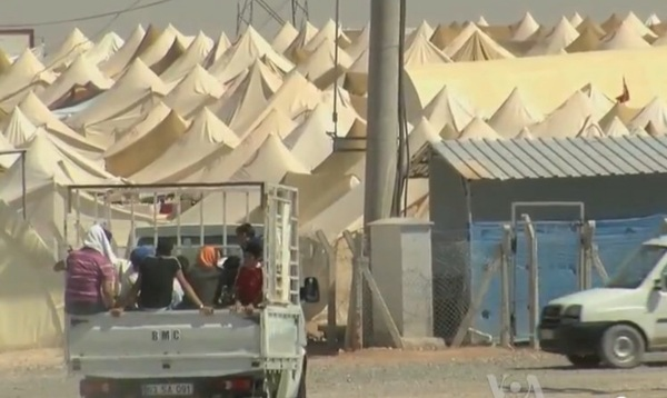 https://upload.wikimedia.org/wikipedia/commons/5/52/Syrian_refugee_camp_on_theTurkish_border.jpg